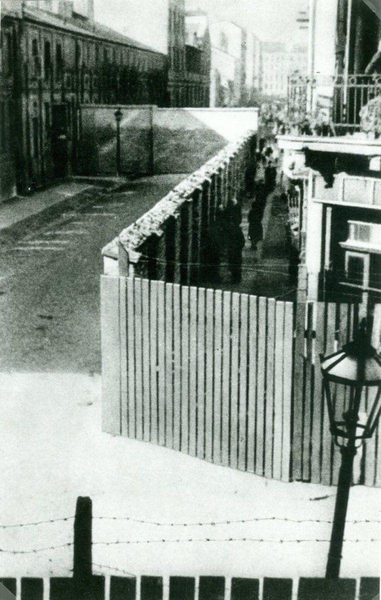 image-1488850-20210414-ob_30f325_muraille-ghetto-varsovie-novembre-1940