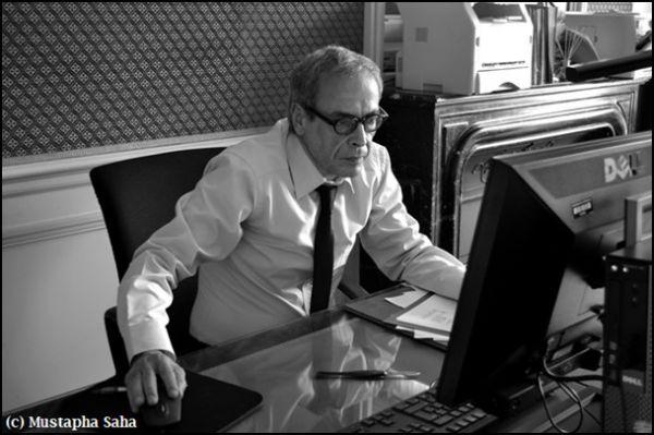 Mustapha Saha dans son bureau au Palais de l'Elysée.